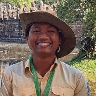 Pok Saroon guide accompagnatrice de voyage au Cambodge