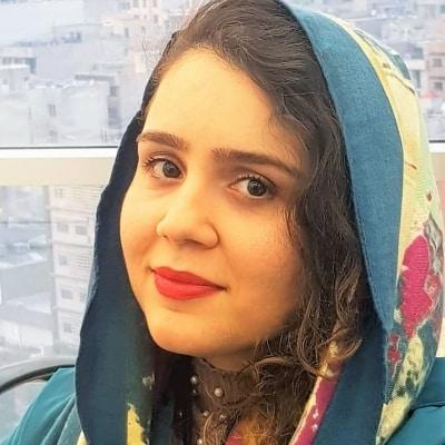 Shirin Amirabadi guide accompagnatrice de voyage en Iran