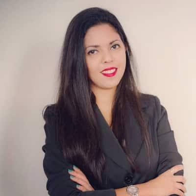 Nawel Hajji guide accompagnatrice de voyage à Paris