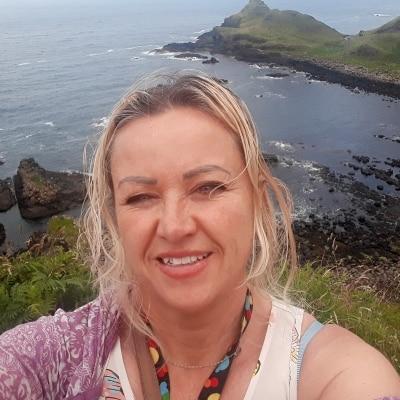 Lorraine Mills guide accompagnatrice de voyage en Irlande du Nord