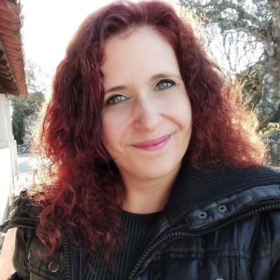 Sandy Martins guide accompagnatrice de voyage à Fatima et sa région. Les villes de Batalha, Alcobaça, Óbidos, Tomar et Nazaré