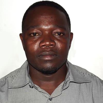 Mosses Lukub guide accompagnateur de voyage en Tanzanie