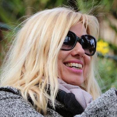 Yvonne Erbe guide accompagnatrice de voyage en Provence Côte d