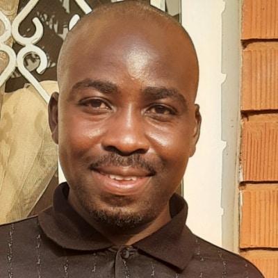 Dan Twesige guide accompagnateur de voyage en Ouganda