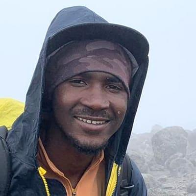Hunter Zablon guide accompagnateur de voyage en Tanzanie
